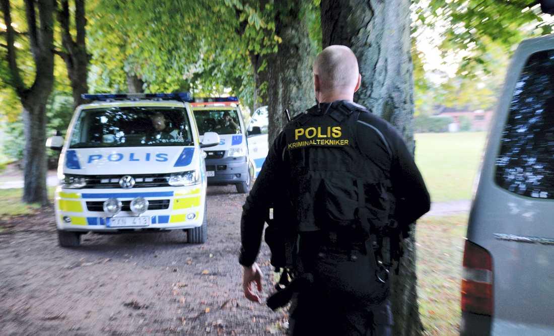 Polispådrag i grönområdet mellan Nydala och Söderkulla den 19 september. Polispatruller spärrade av ett grönområde Väster om Hermodsdalsskolan i väntan på polistekniker. Polistekniker sökte efter bevis och spår i grönområdet och först vid 19-tiden upphävdes avspärrningarna. Polispersonal knackade dörr i området i jakt efter eventuella vittnen till det förmodade övergreppet.