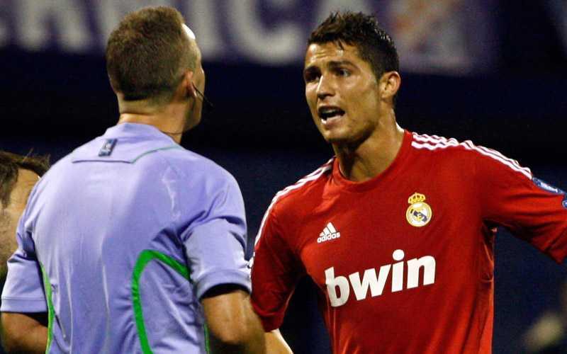UPPRÖRD Ronaldo har synpunkter på norske domaren Oddvar Moens.