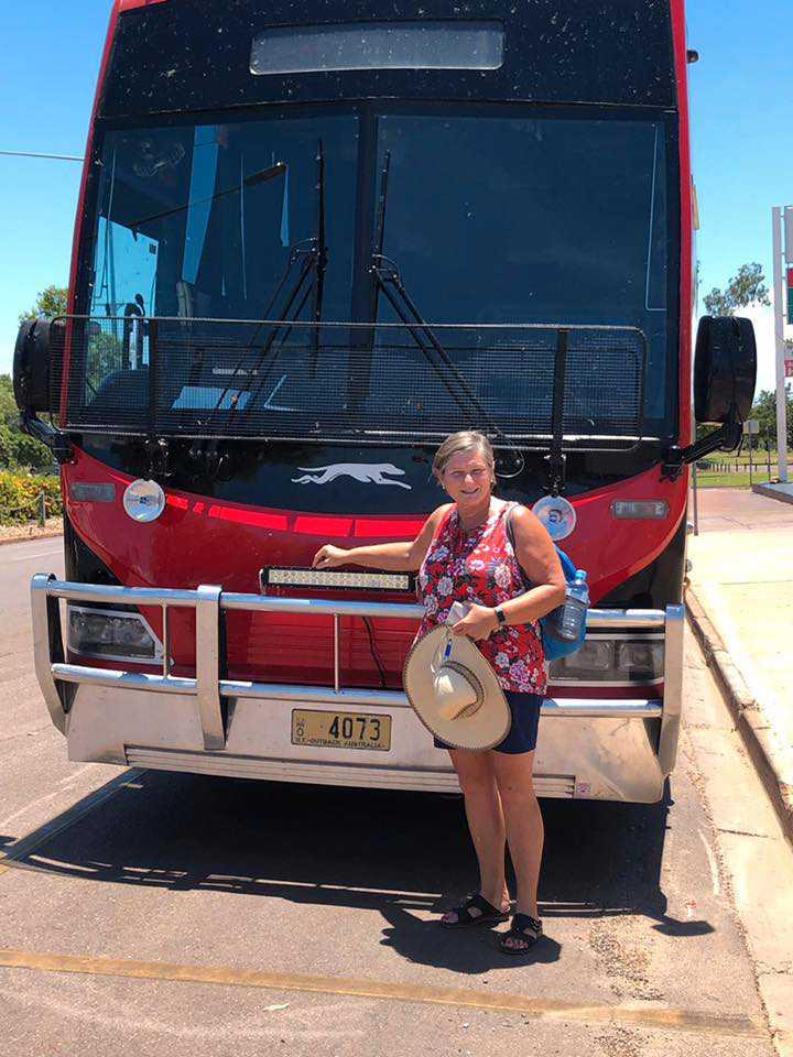 Med Greyhoundbuss 570 mil genom Australien.