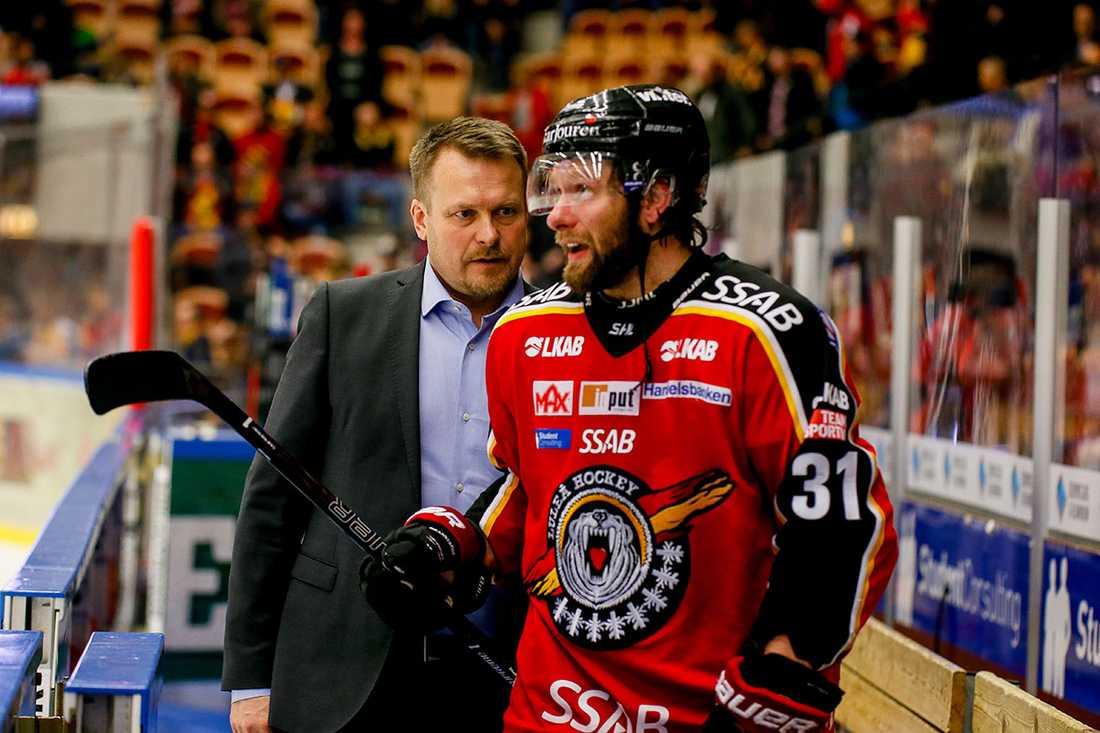Granström och Fagervall samtalar i båset.