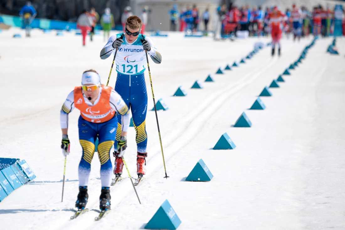 Zebastian Modin med guiden Robin Bryntesson i sprintkvalet.