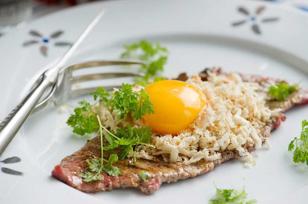 Lövbiff med pepparrot och äggula