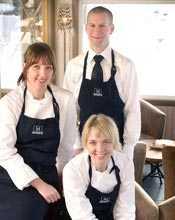 Systrarna Carina och Ulrika Brydling säljer Marmite i Åre och startar en stockholms-restaurang med lokalt producerade råvaror tillsammans med Jörgen Calmsund.