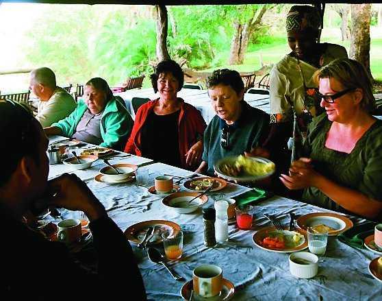Under middagen delar gästerna med sig av dagens upplevelser.