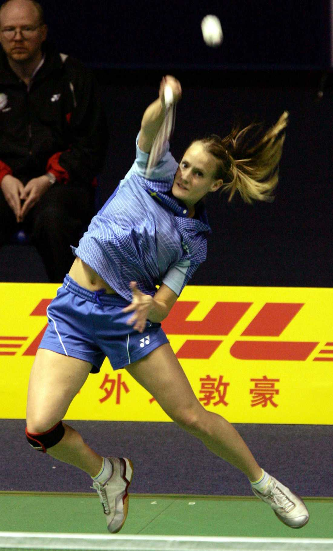En shortsklädd Johanna Persson ses här i VM i mixedklassen i Kina 2005.