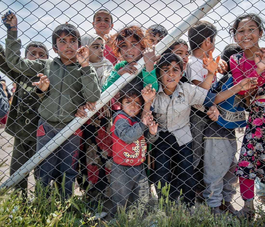 Barn i flyktinglägret al-Hol i Syrien, där även svenska IS-terrorister och deras barn befinner sig,