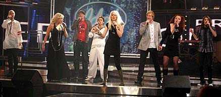 """Idolerna inledde med ett medley av En Vogues """"Free your mind""""."""