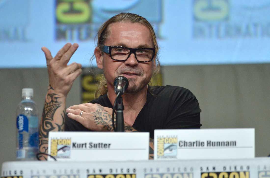 Tv-serieskaparen Kurt Sutter sparkas från tv-kanalen FX efter 18 år.