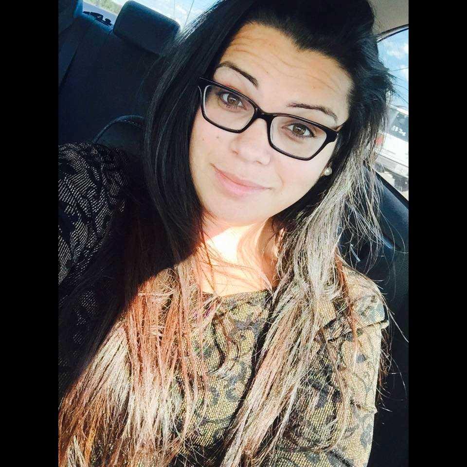 Amanda Alvear, 25, gömde sig inne vid toaletterna på nattklubben Pulse när gärningsmannen öppnade eld. Hon höll kontakt med sin bror Brian.
