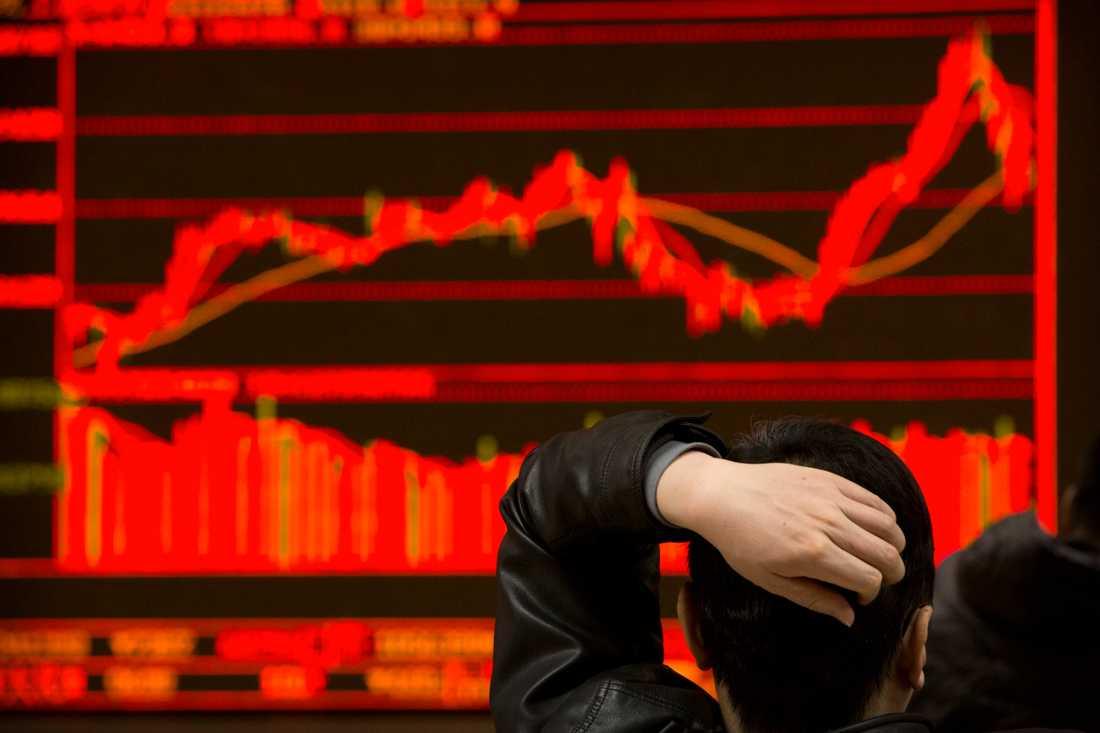 Börserna i Asien backade kraftigt under tisdagen.