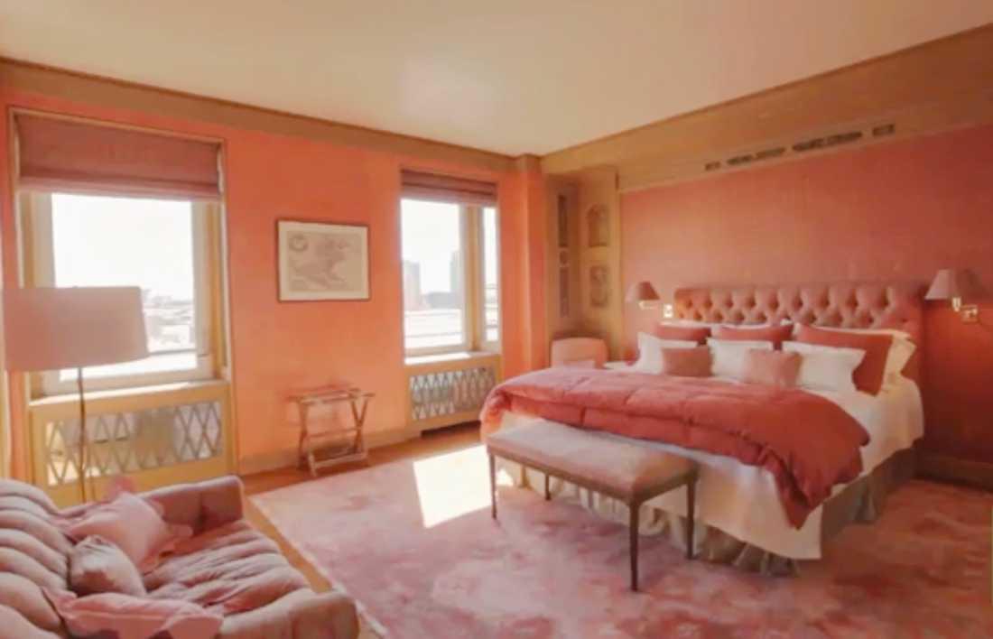 Lägenheten är till salu för 50 miljoner kronor.
