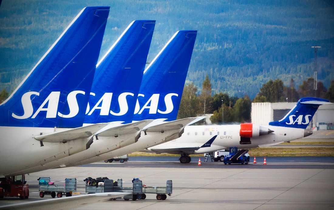 Passagerarna ombord på SAS-planet reagerade bland annat på att kvinnan pratade sluddrigt i högtalarsystemet.