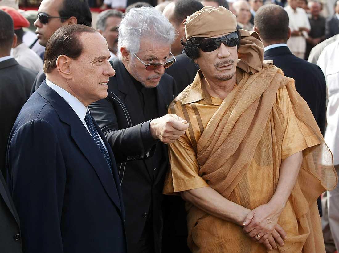 Får goda råd från Italiens premiär- minister Silvio Berlusconi.