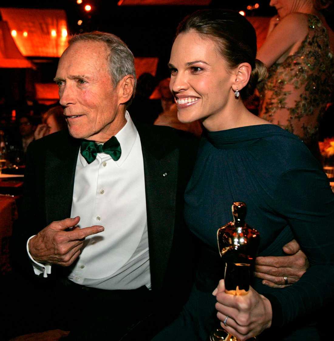 """Clint Eastwood och Hilary Swank belönades bägge med Oscarsstatyetter 2005 för regi respektive kvinnliga huvudroll i """"Million dollar baby""""."""