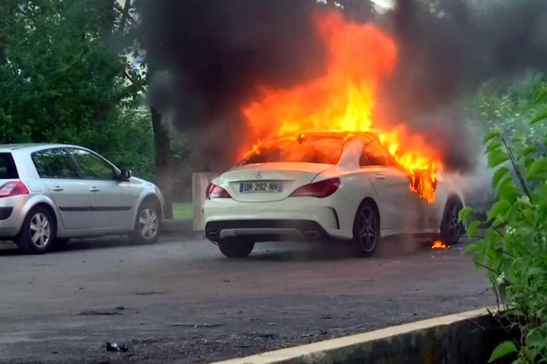 Bil i brand i Dijon i måndags.
