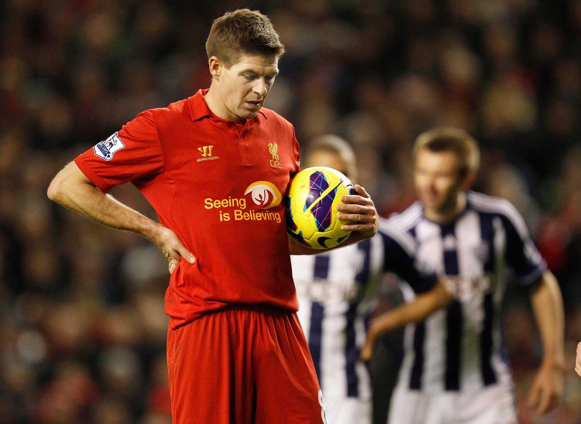 Steven Gerrard och hans lagkamrater i Liverpool får det tufft att behålla ledningen i Premier League enligt oddssättarna.