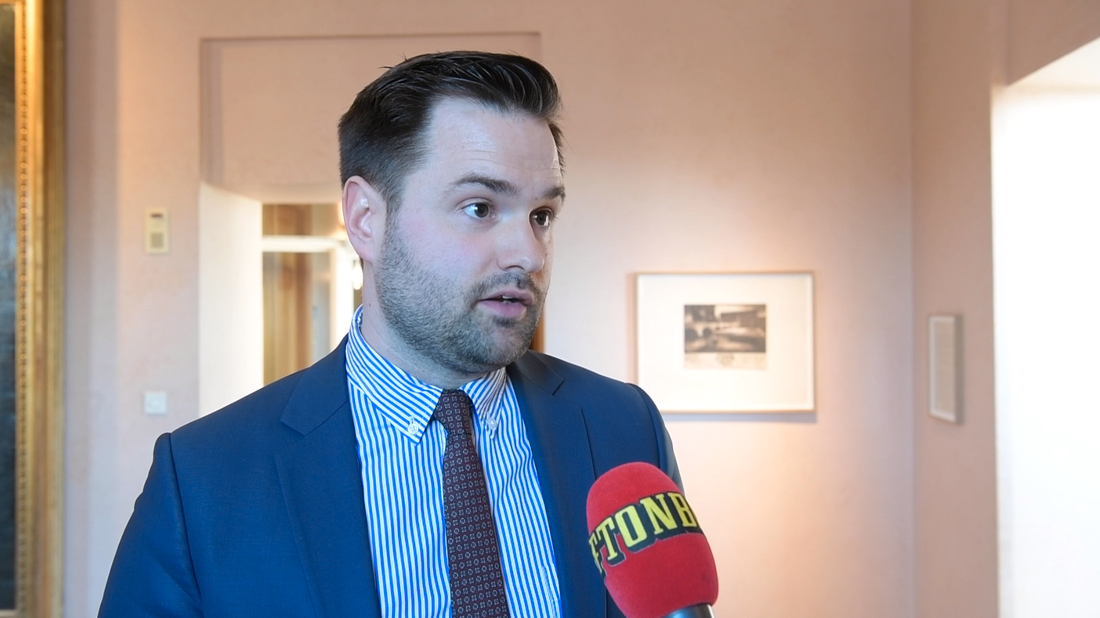 """M-toppen Erik Bengtzboe säger att det är ett """"misstag"""" att han har varit folkbokförd hos sin mamma."""