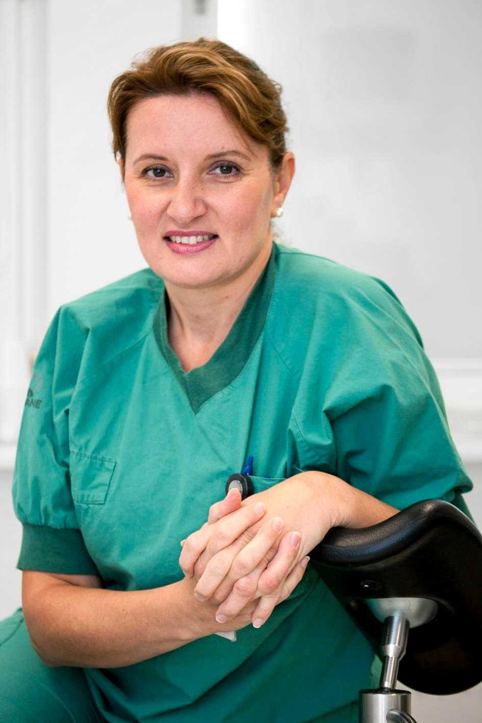 Margareta Kitlinski, överläkare inom reproduktionsmedicin på Skånes Universitetssjukhus, förklarar att det blir betydligt svårare att få barn om man väntar längre. Pressbild.