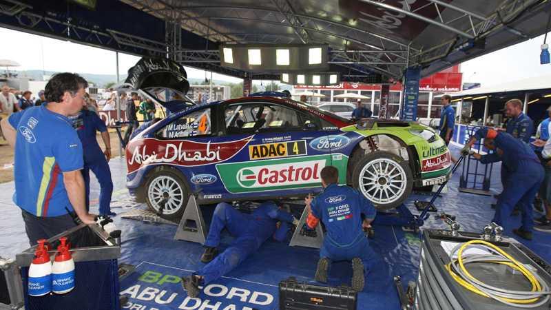 Fordteamet satsar hårt för att kunna ta en ny seger i Japans grusrally.