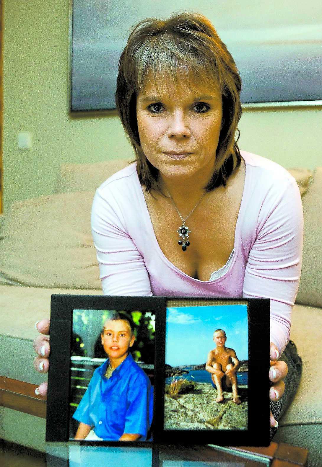 """BERÄTTAR OM SKRÄCKLÄKAREN """"Han är oerhört arrogant, förnedrande och hånfull"""", berättar Viveka Richthoff. Hennes son Marcus, 12, dog efter att ha legat fyra månader på kliniken och vårdats av läkaren."""