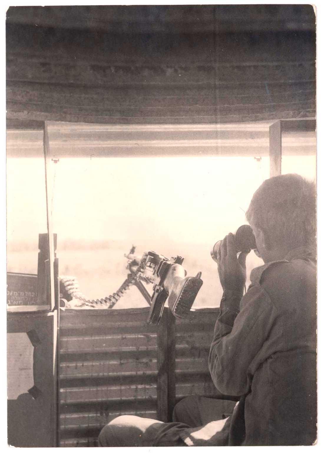 Dror Feiler som vaktpost vid den libanesiska gränsen 1970.