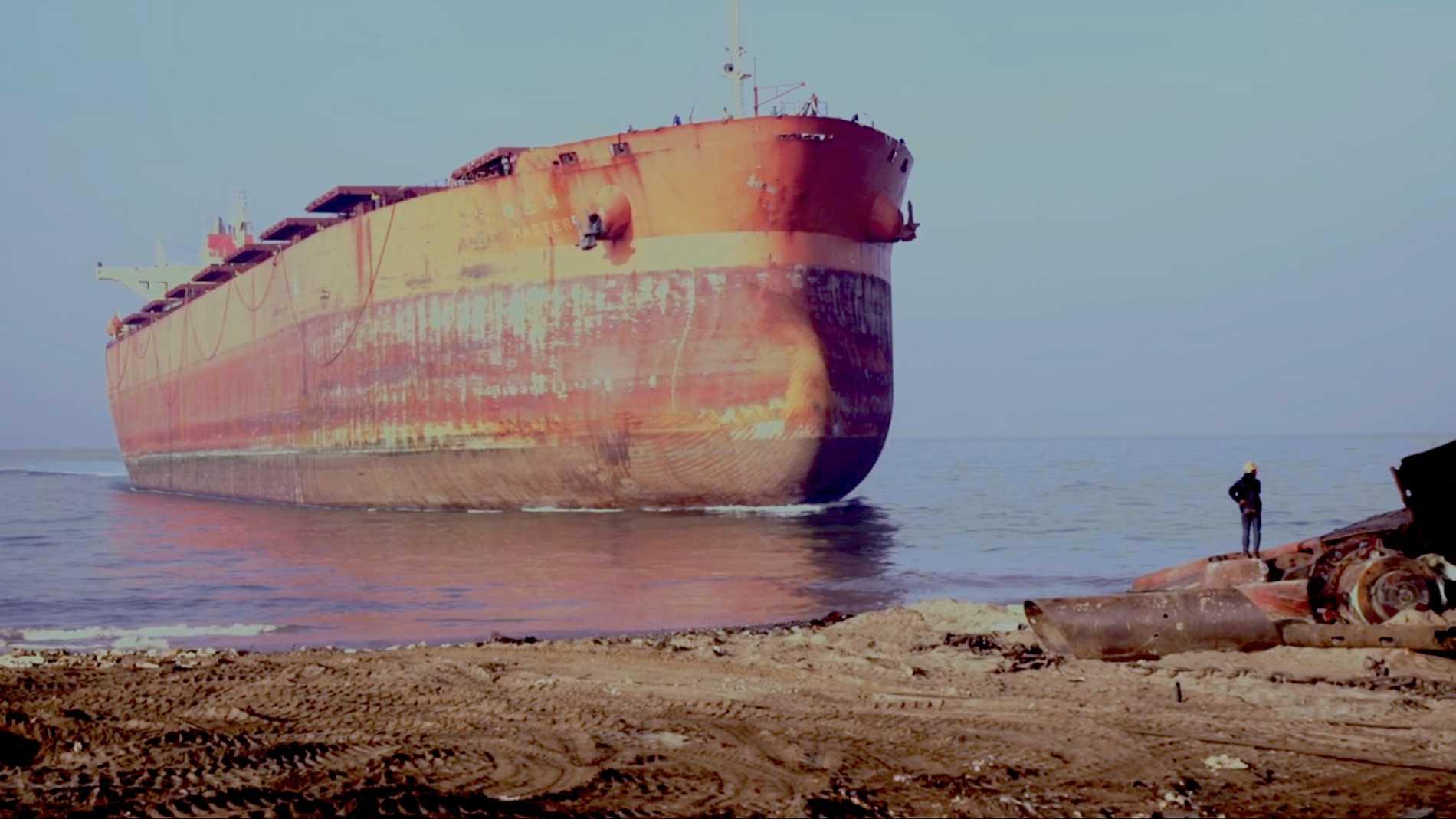 "Stillbild ur filmen ""All that perishes at the edge of land"" av Hira Nabi."