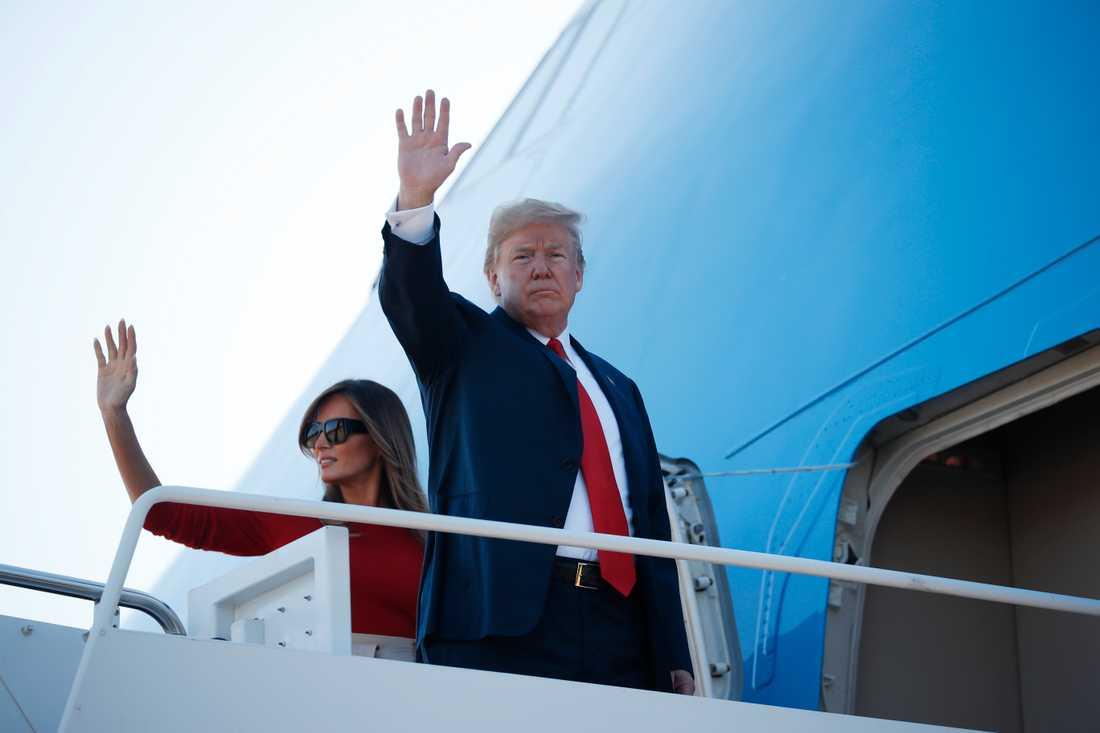 USA:s president Donald Trump och hustrun Melania vinkar adjö inför sitt veckolånga besök i Europa, som inleds med Nato-toppmöte i Bryssel.