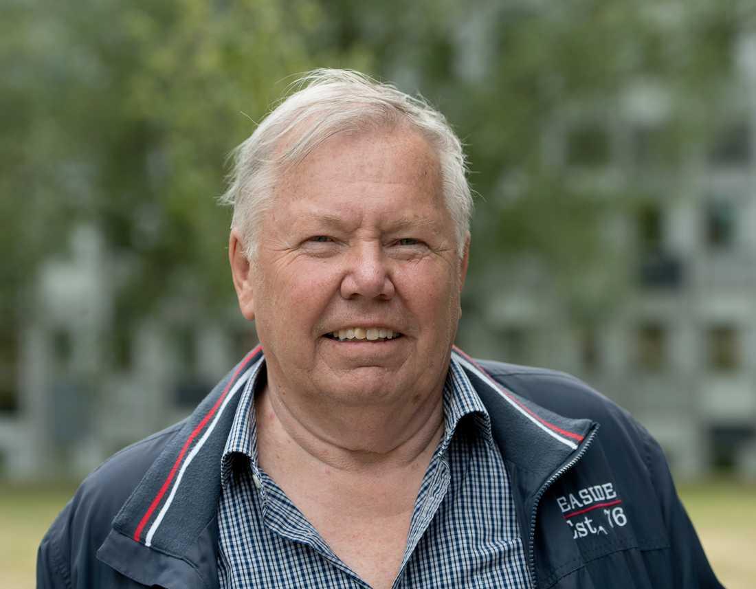Bert Karlsson ska sälja det gamla sanatoriet Stora Ekeberg, senast använt som flyktingboende.