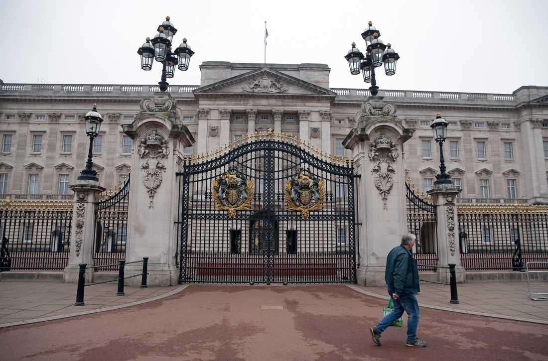 En man lyckades ta sig över grindarna som skyddar Buckingham Palace. Arkivbild.