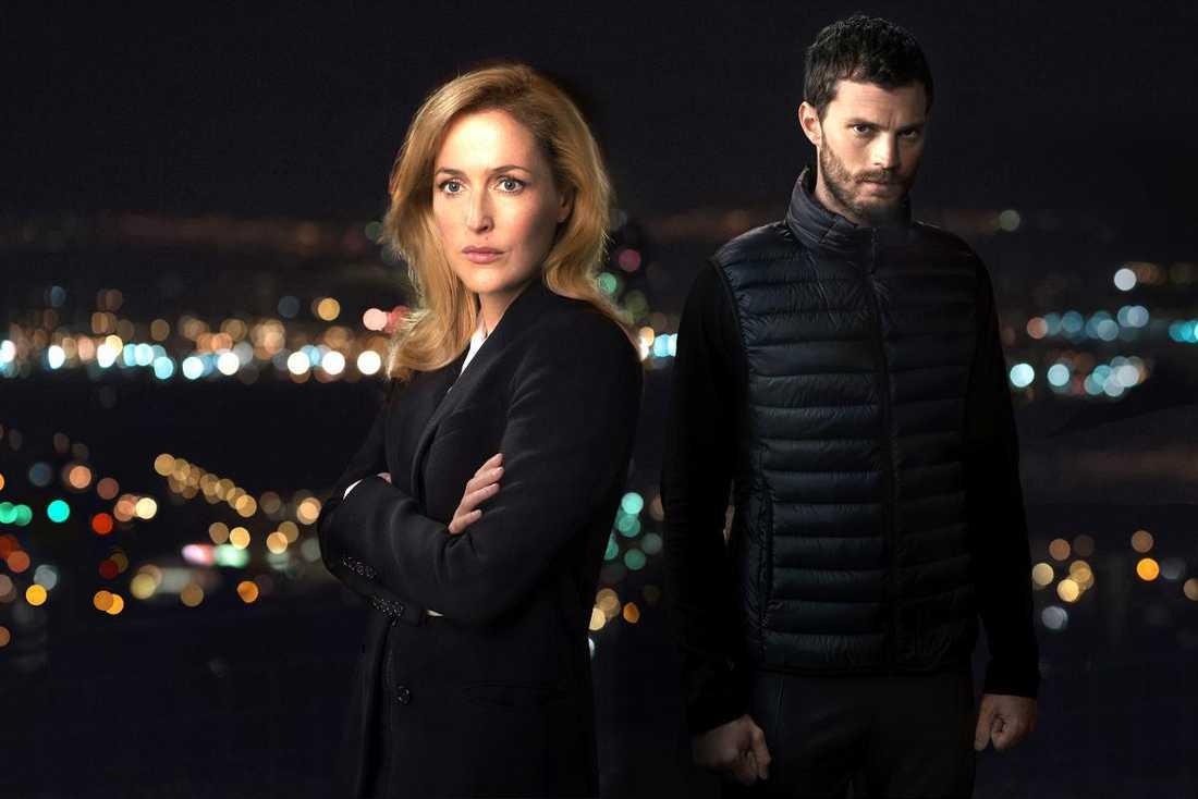 """Gillian Anderson som Stella Gibson och Jamie Dornan som Paul Spector i """"The fall""""."""