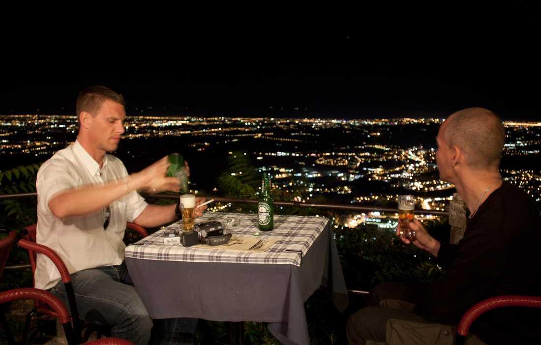 """San Marino Från den här restaurangen, på ett berg i San Marino, hade Roger och Kent utsikt över tre länder på en och samma gång... """"Helt otroligt, det var restaurangägaren som berättade det, till vänster är det Italien och sedan Slovenien i mitten och Kroatien längst till höger"""""""