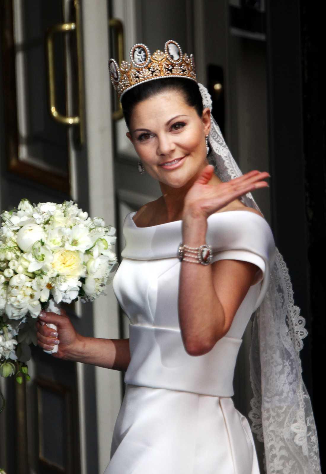Inspirationsbild Kronprinsessan Victoria i sin brudklänning designad av Pär Engsheden.
