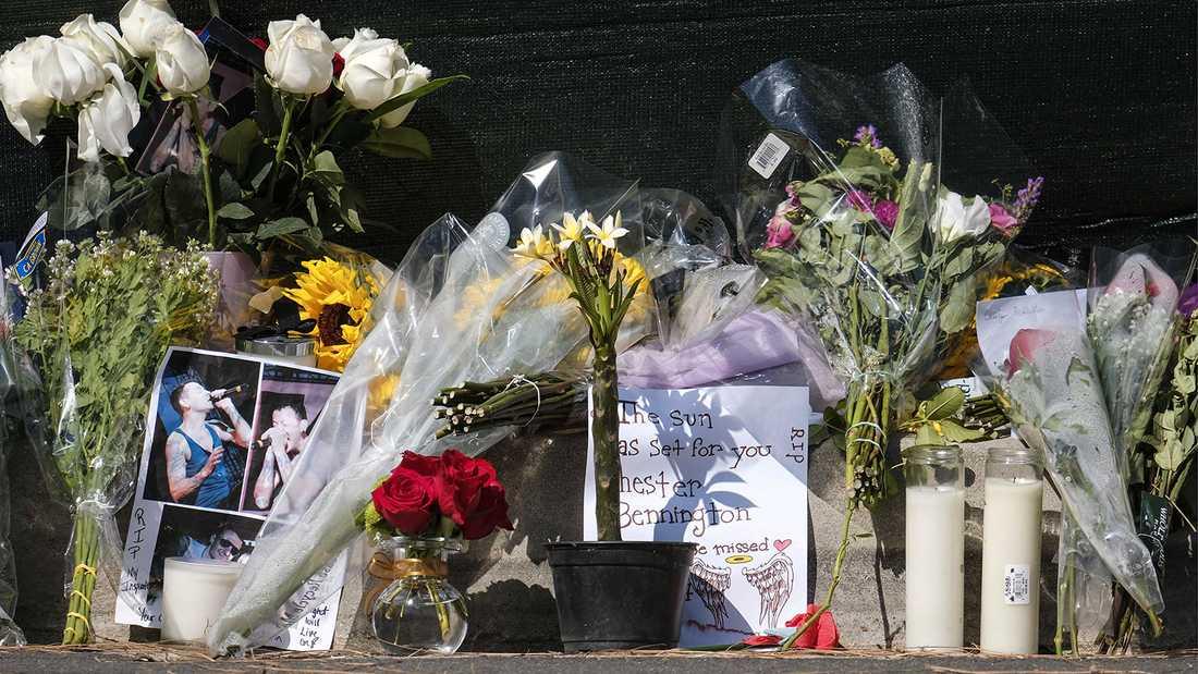 Fansens blommor och hyllningar.