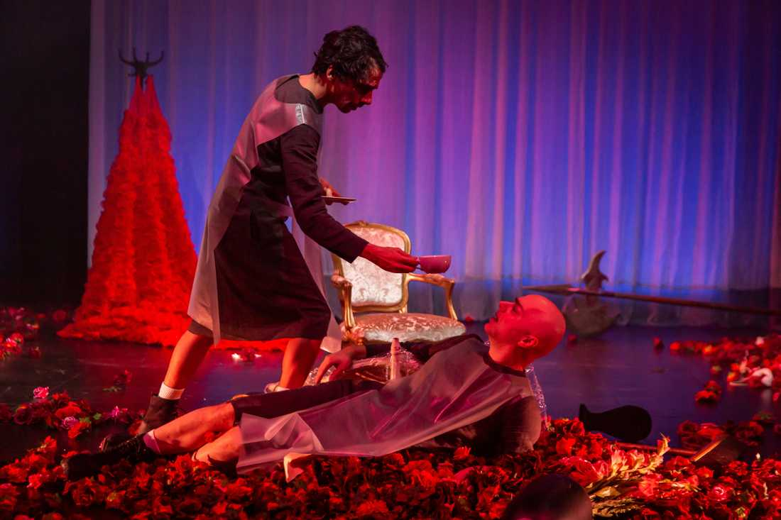 Robin Keller och Robert Fux i Jean Genets Jungfruleken, regi Richard Turpin, på Teater Giljotin