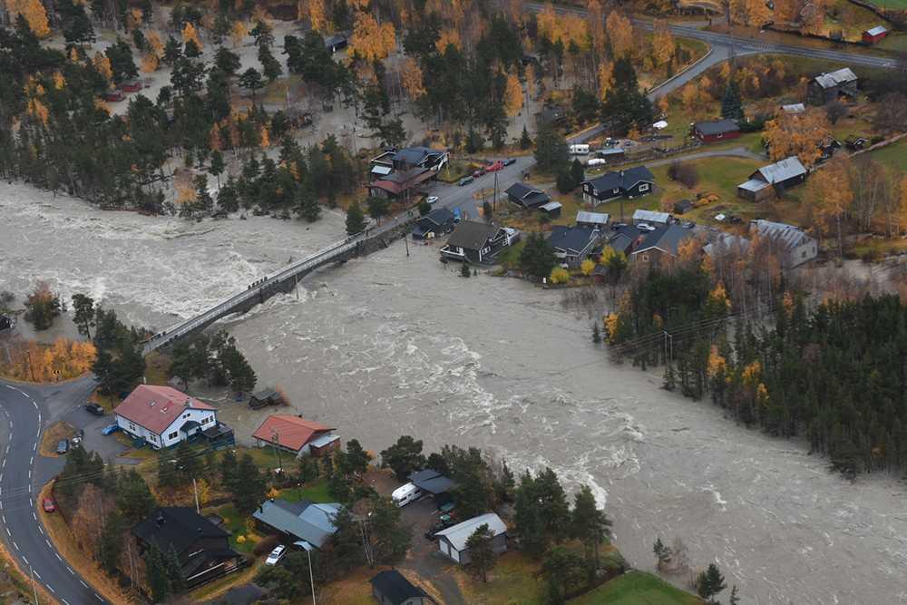 Hus under vatten i Bismo i Skjåk.