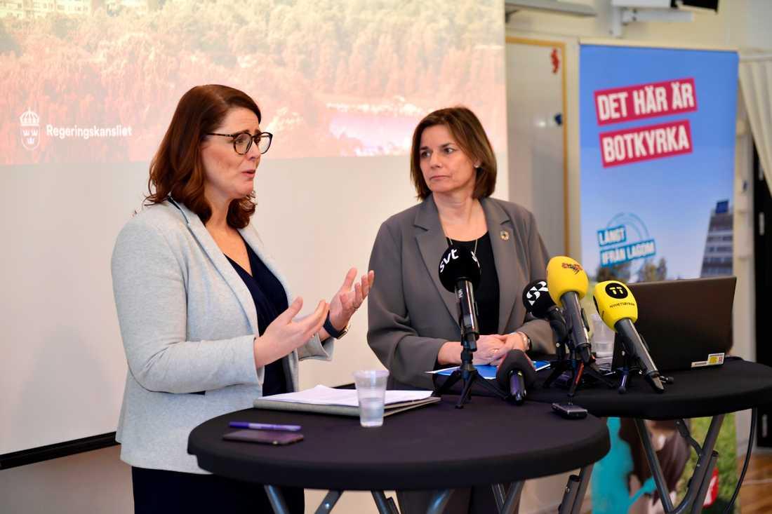 I januari 2018 berättade Botkyrkas kommunstyrelseordförande Ebba Östlin (S) och biståndsminister Isabella Lövin (MP) att biståndsmyndigheten Sida skulle flytta till Botkyrka kommun i Stockholms län.