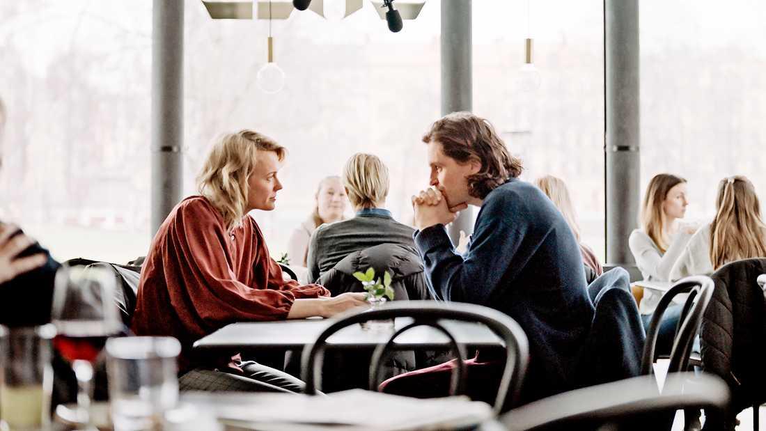 """Josephine Bornebusch och Sverrir Gudnason i """"Älska mig""""."""