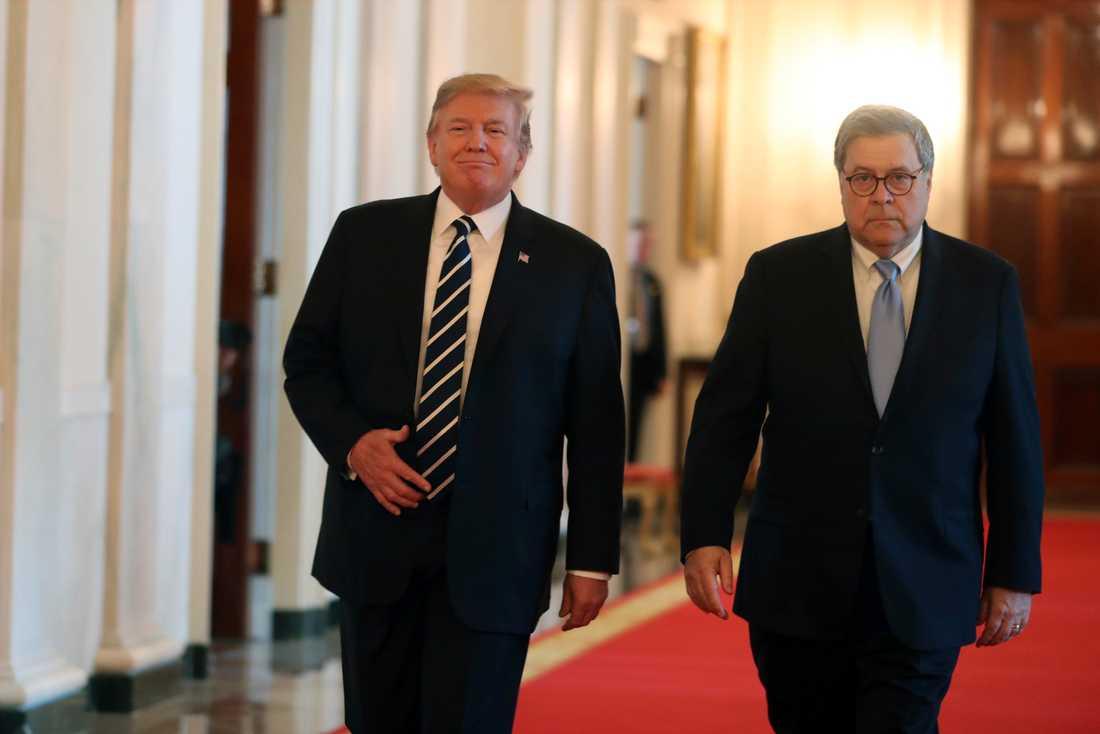 Donald Trump och William Barr vid ett evenemang i Vita huset häromdagen.
