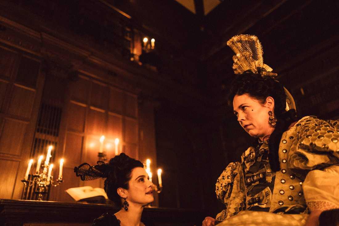 Rachel Weisz passar upp på Olivia Colmans drottning Anna.