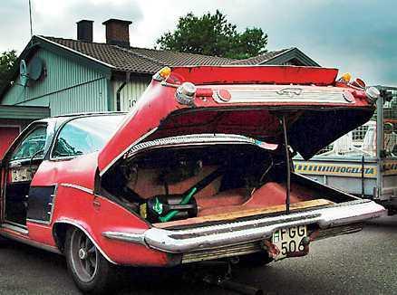 Hilmer hade en tanke om att bilar skulle kunna bärgas genom att deras framhjul placerades i speciella uttag i bagagerummet.