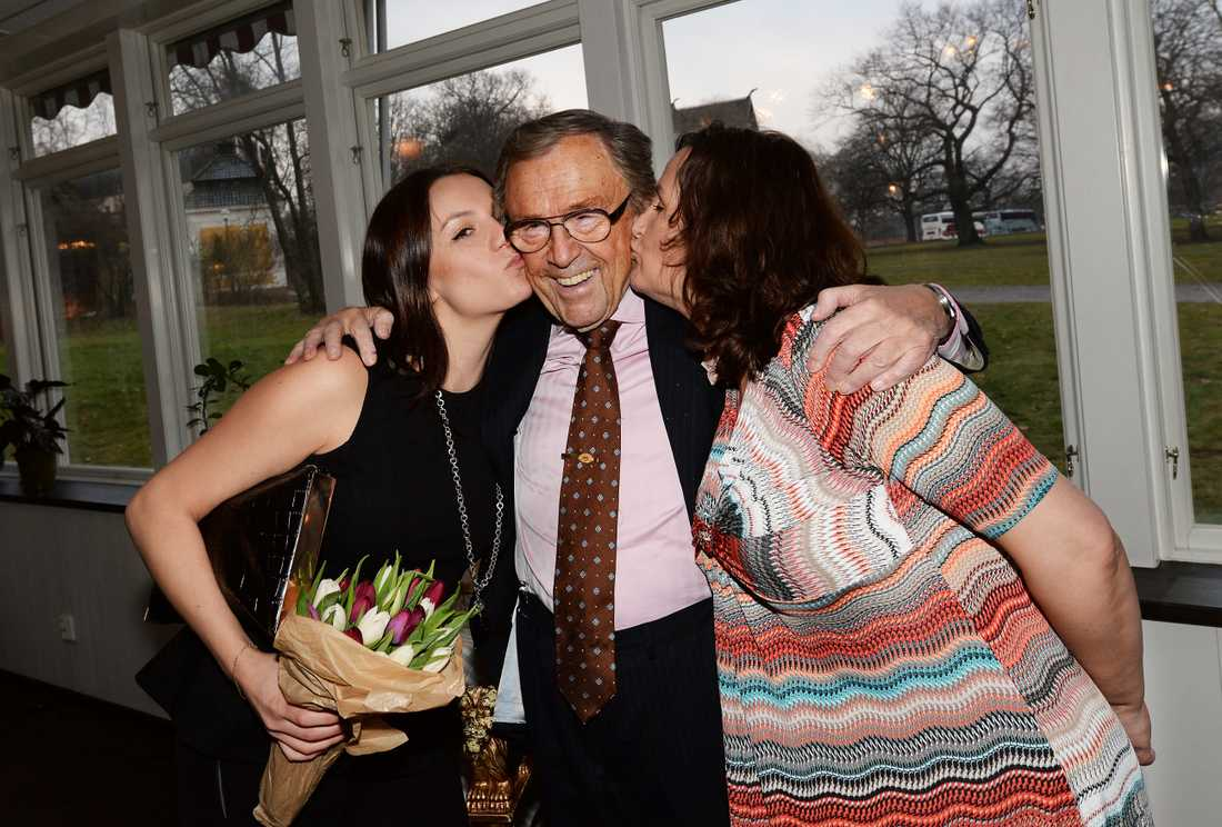 Arne Weise med sina döttrar Madeline och Marie-Louise.