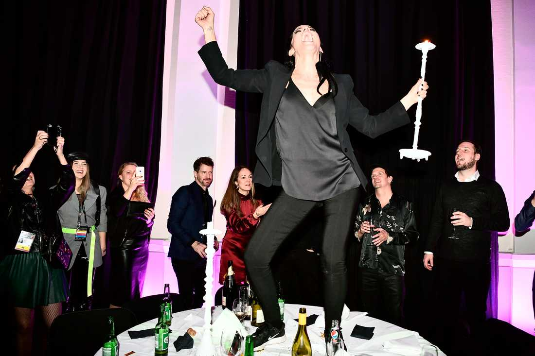 Dans på borden!