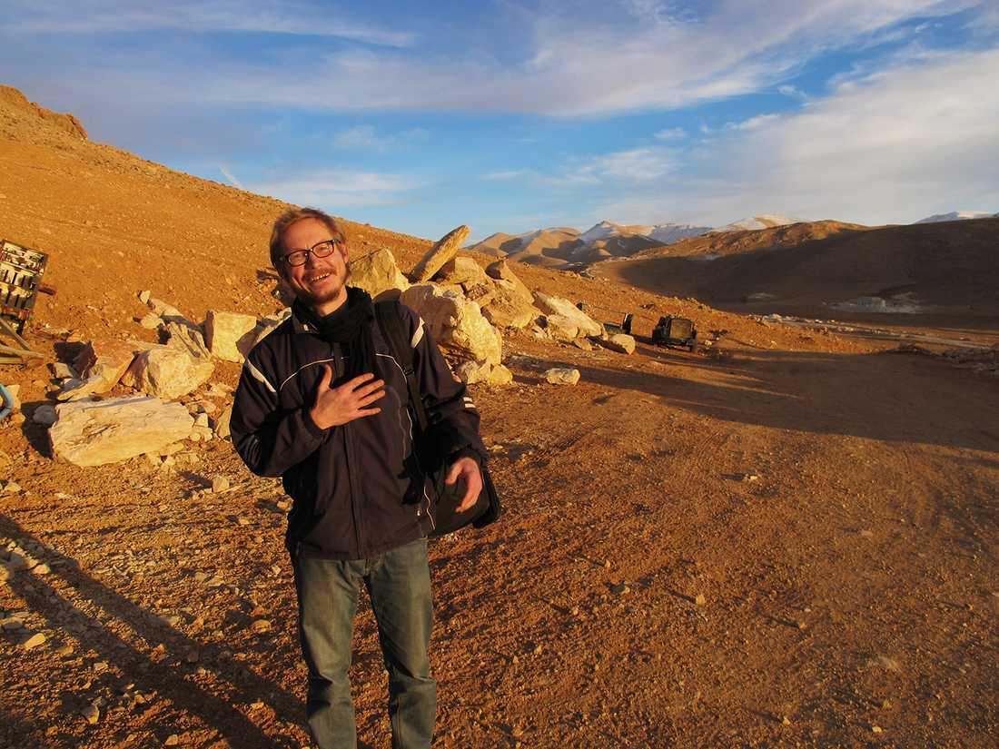 Magnus Falkehed utanför Aarsal i Libanon – bara en kvart efter frigivningen.