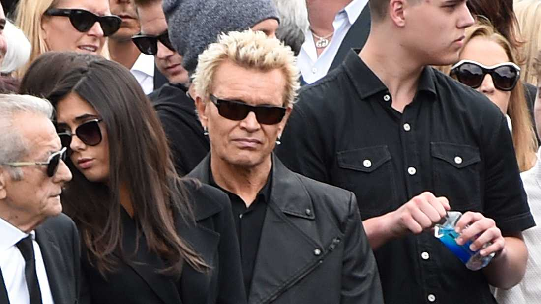 Billy Idol på Chris Cornells begravning.