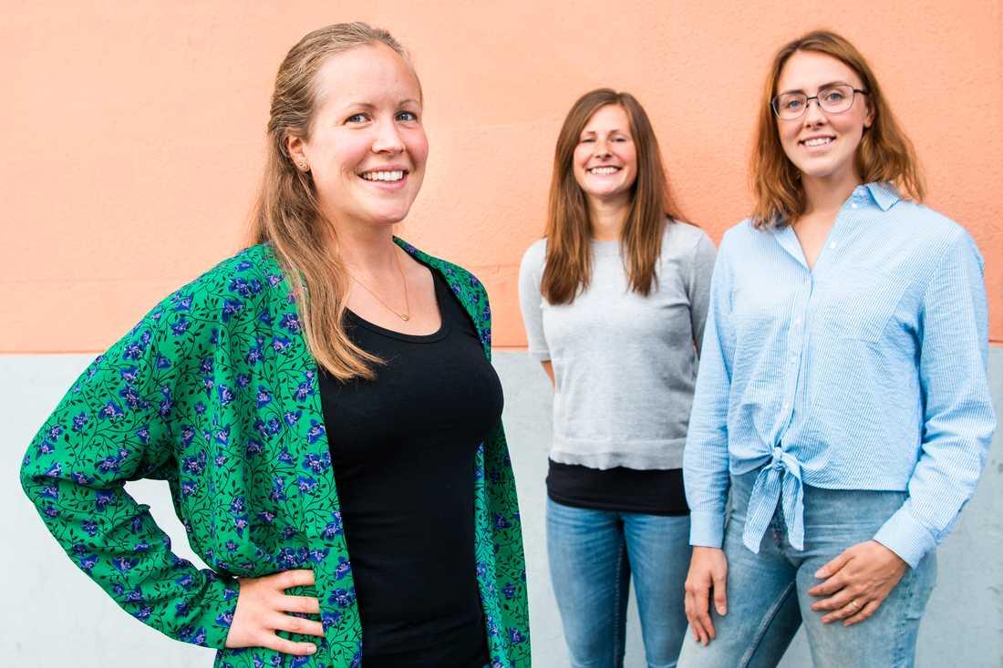 Linda Olofsson, Lina Hellström och Jessica Bergman håller lektioner i svenska två gånger i veckan, året om.