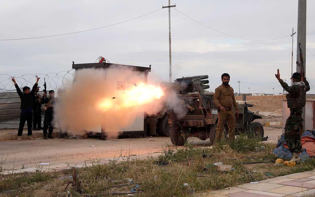 Iranstödda grupper Imam Ali-brigaderna, i shiitisk grupp i Irak, besköt under tisdagen Tikrit med missiler.