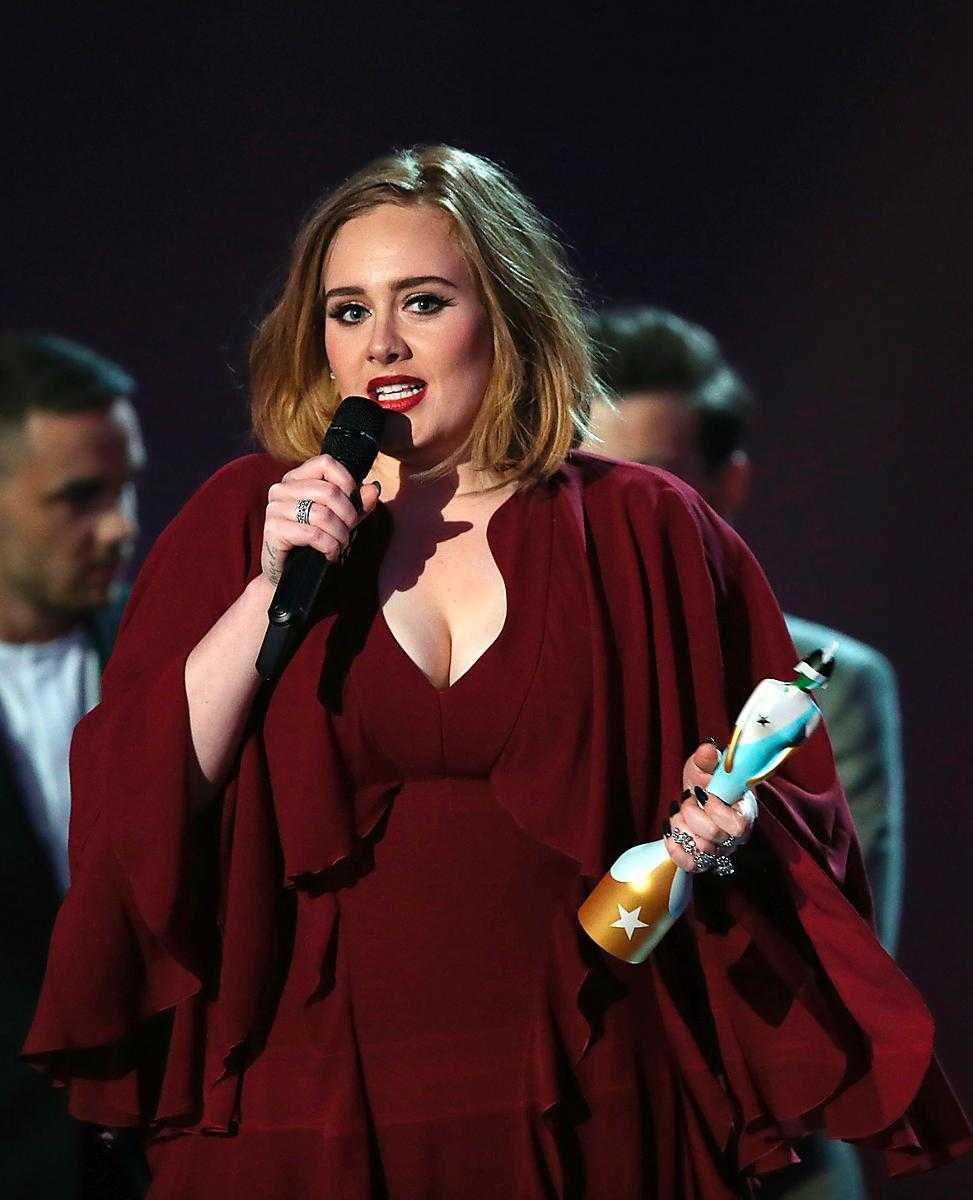 Sångerskan Adele berättade om sin hårväxt under sin konsert i Glasgow. Och hon menade inte på huvudet.