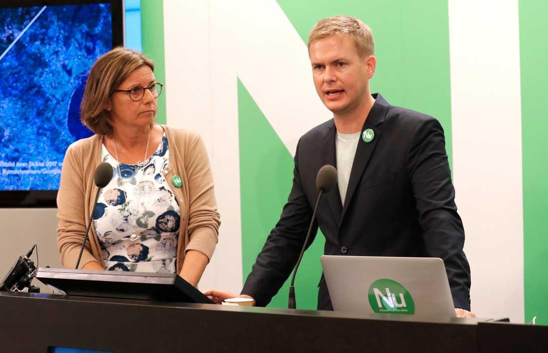 Miljöpartiets språkrör Isabella Lövin och Gustav Fridolin vill satsa 50 miljarder på klimatet.