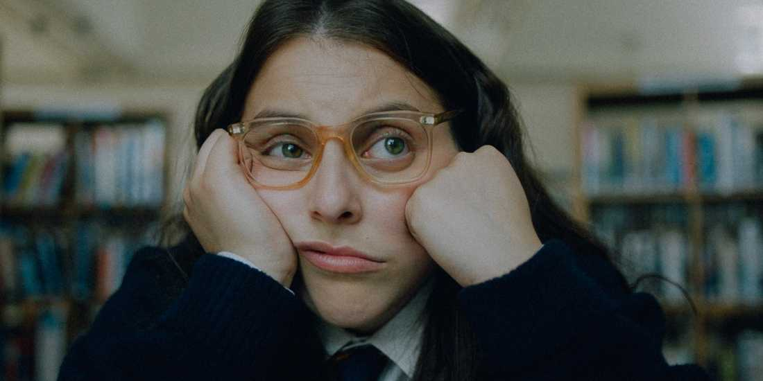 Beanie Feldstein som Johanna.