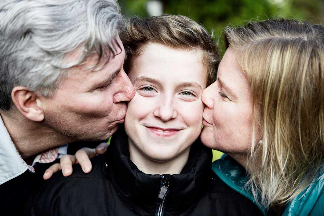 När Karolina och Jimmy Karlsson väntade Johan och tvillingbrodern Axel fick de ett besked ingen vill ha – Axel hade dött i magen.
